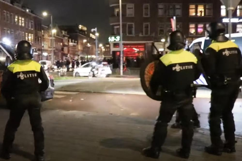 Haos na ulicama širom Holandije: Brutalna BORBA policije i demonstranata, napali i bolnice! (VIDEO)