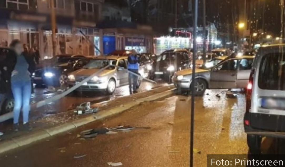 Vatrogasci SEKU autobus da bi izvukli vozilo: Novi detalji TEŠKOG udesa u Beogradu, saobraćaj blokiran