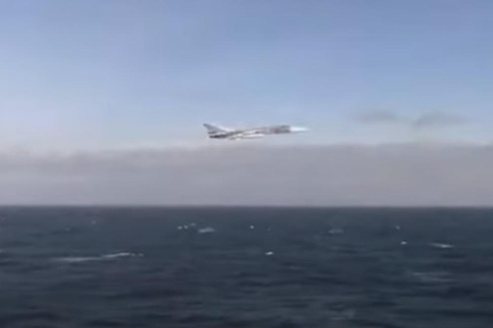RUSI POSLALI JASNU PORUKU AMERIMA: Pogledajte prelet bombardera Su-25 pored američkog razarača Donald Kuk u Crnom moru! (VIDEO)