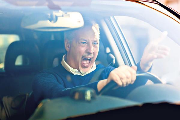 KO DIVLJA ZA VOLANOM OSTAJE BEZ AUTA? Razmatraće se promena Zakona o bezbednosti saobraćaja STATI NA PUT UBICAMA ZA VOLANOM