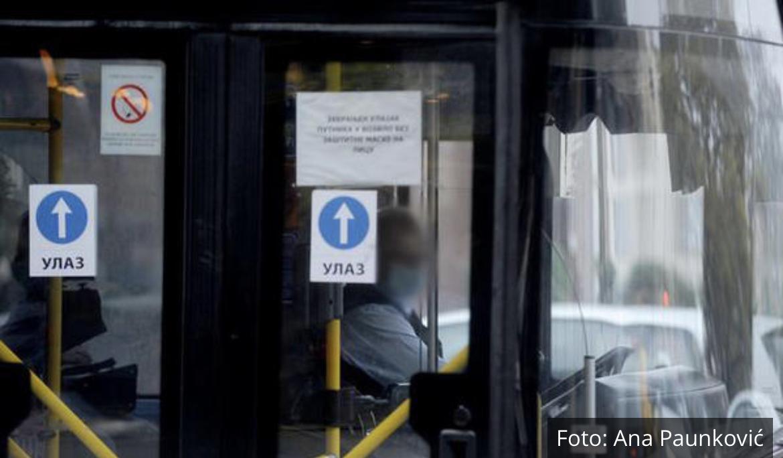 HAOS U CENTRU BEOGRADA POSLE PUCANJA VODOVODNE CEVI: Otvorila se rupa kod Beograđanke, propao autobus FOTO