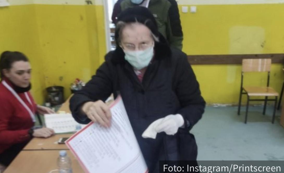 """""""Predaja nikad nije opcija"""": Majka generala Ljubomira Marića glasala u 80. godini za Srpsku listu (FOTO)"""