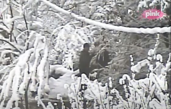 Imao je POSEBAN ZADATAK: Evo KO je čovek koji sa Veljom Nevoljom na snimku vežba snajper (VIDEO)