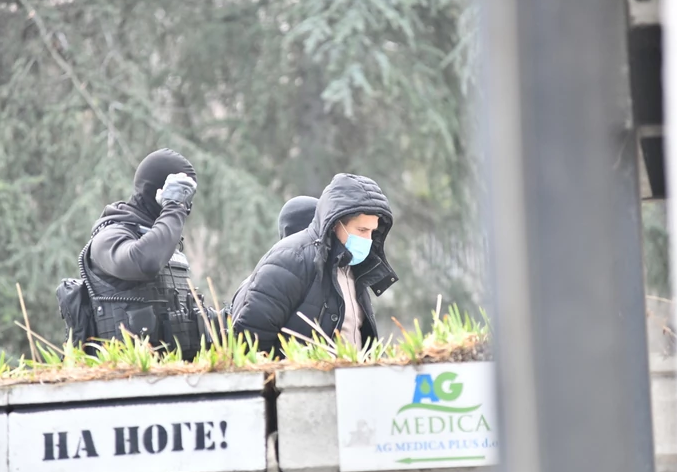 (FOTO) HAPŠENJE I NA STADIONU PARTIZANA Priveden jedan muškarac, još policijskih snaga stiže na JNA