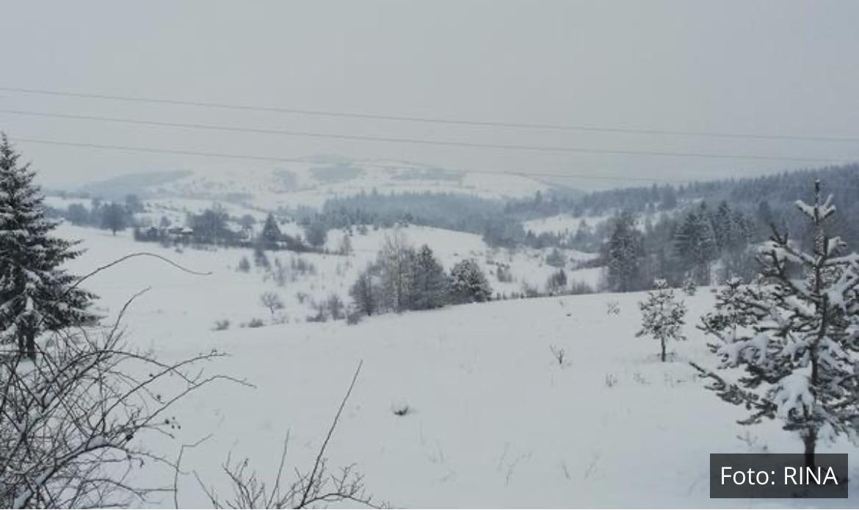 POLA METRA NOVOG SNEGA U NOVOJ VAROŠI: Zavejana sela, jak vetar otežava čišćenje (FOTO)