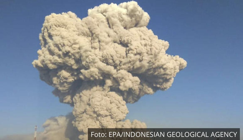 PRORADIO VULKAN U INDONEZIJI: Pepeo ide do 5 km uvis! Bio je neaktivan 4 veka, ali poslednjih godina je veoma opasan (VIDEO)