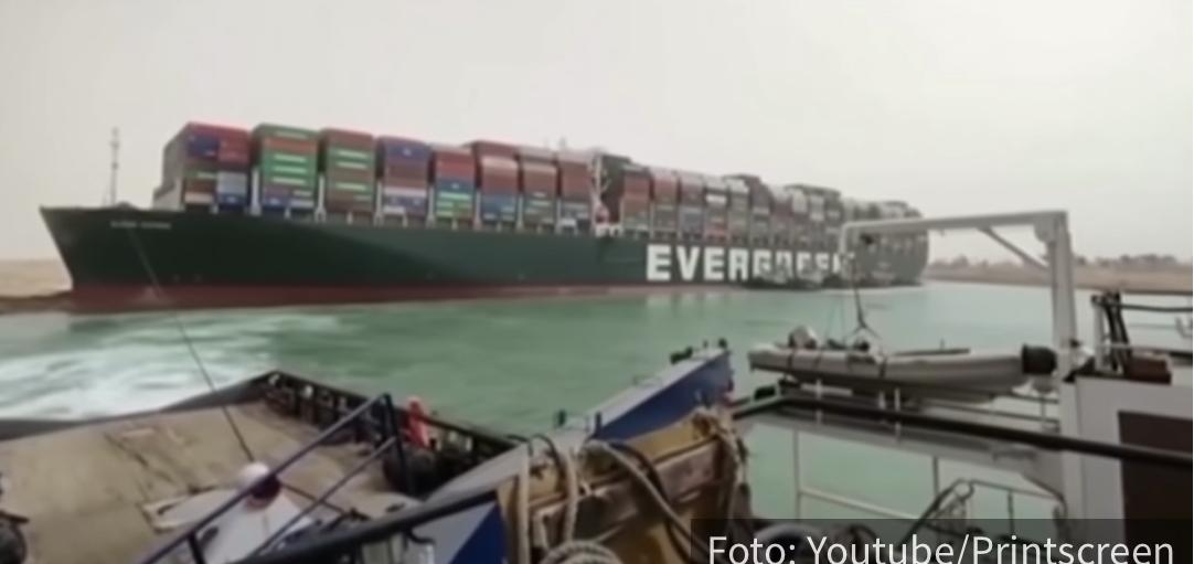 Suecki kanal i dalje BLOKIRAN: Ovaj SNIMAK pokazuje kako se gigantski brod nasukao (VIDEO)