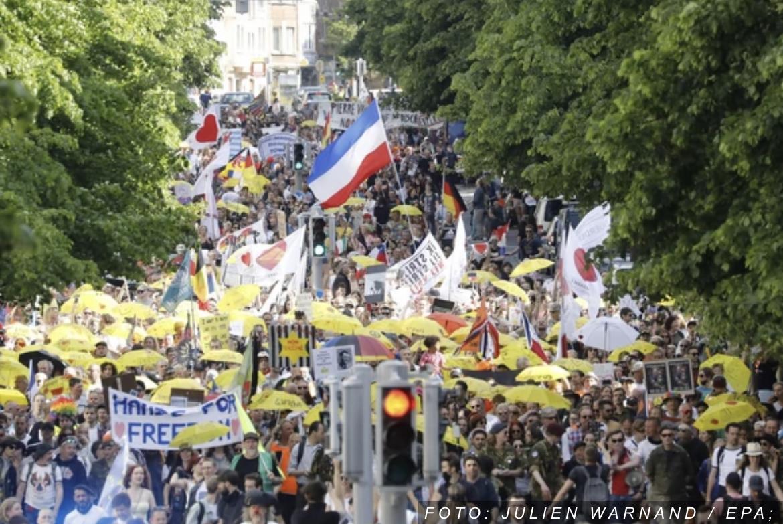 HAOS U BRISELU Hiljade demonstranata protestovale protiv antikovid mera, policija razbila skup (FOTO)