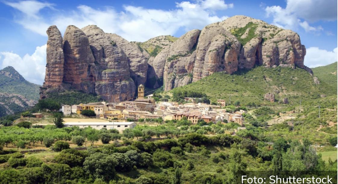 SKRIVENI DRAGULJ ŠPANIJE Idilično i mirno selo ušuškano među džinovskim stenama