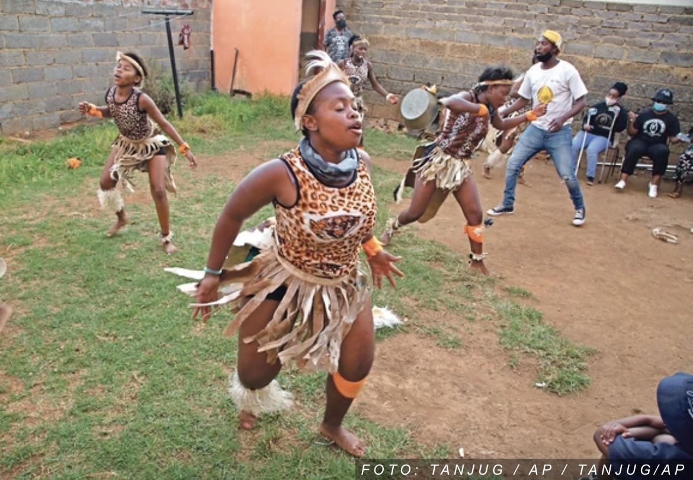 USPON NEBESKOG PLEMENA Afričko pleme Zulu ima pripadnika skoro duplo nego Srbija stanovnika, a od ovog proleća imaju i NOVOG KRALJA