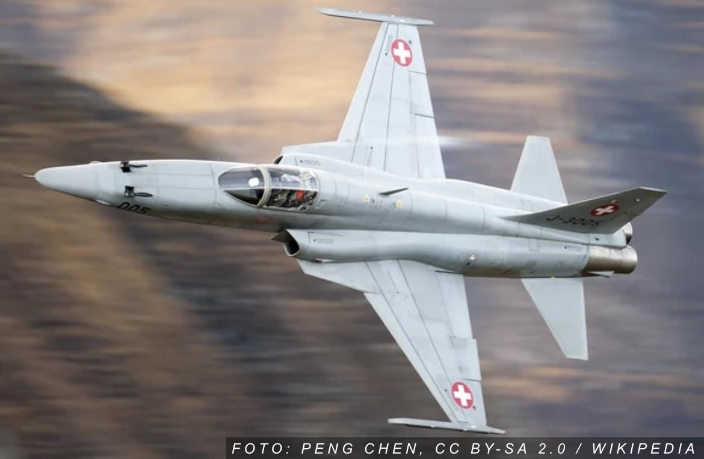Pao vojni avion u Švajcarskoj