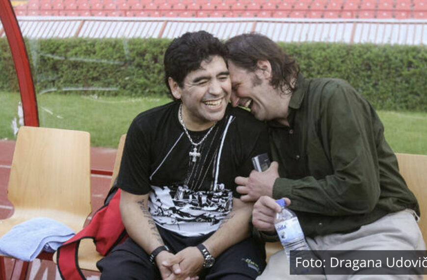 VELIKA IZLOŽBA FOTOGRAFIJA U ČAST FUDBALSKE LEGENDE: Priča kako je Maradona zavoleo Srbiju, Beograd i naše trubače FOTO