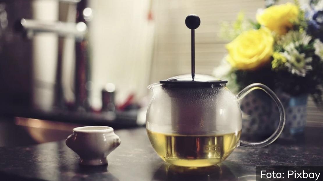 Zdrav i osvežavajuć: Napravite napitak od zelenog čaja i limuna