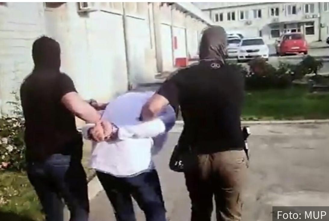 Pojavio se SNIMAK Stolića sa lisicama na rukama: Evo kako je uhapšen Belivukov inspektor (VIDEO)