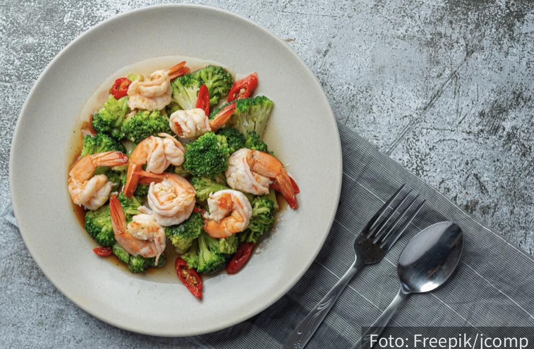 Ne preskačite VEČERU: Šta i kada smete da jedete i koje namirnice morate da izbegavate po svaku cenu