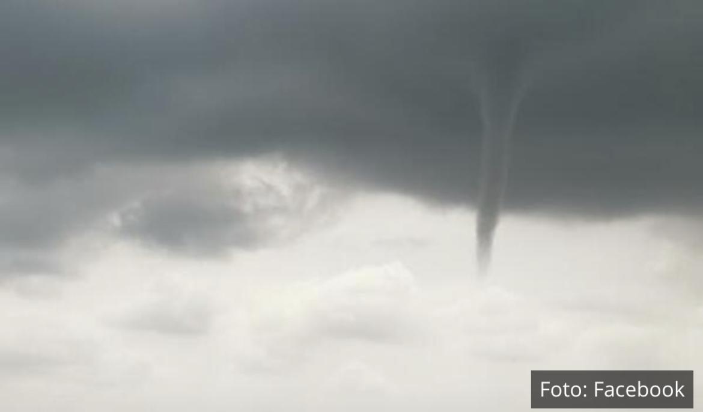 PIJAVICA PREPLAŠILA VOJVOĐANE: Mini tornado kod Gunareša u Bačkoj