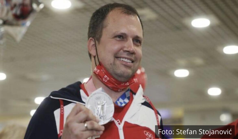 DOČEK NAŠIH HEROJA: Osvajači olimpijskih medalja stigli u Beograd!