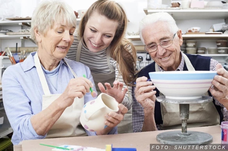 SJAJNO! Od kursa kako koristiti pametni telefon i aplikacije do dekupaža i šivenja: Besplatni letnji programi za penzionere