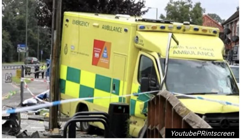 BIZARNA NESREĆA U VELIKOJ BRITANIJI! Žena hodala trotoarom, ubila je kola HITNE POMOĆI! /VIDEO/
