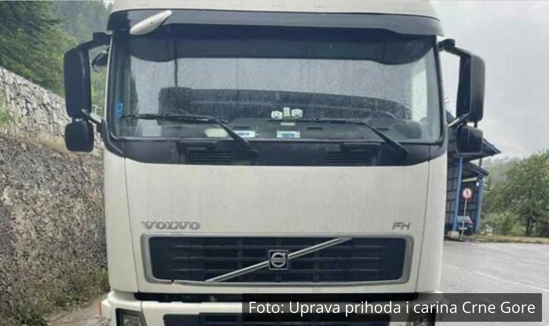SPREČEN ŠVERC DROGE IZ CRNE GORE U SRBIJU: Evo kakav je tovar pronađen u skrivenom bunkeru kamiona (FOTO)