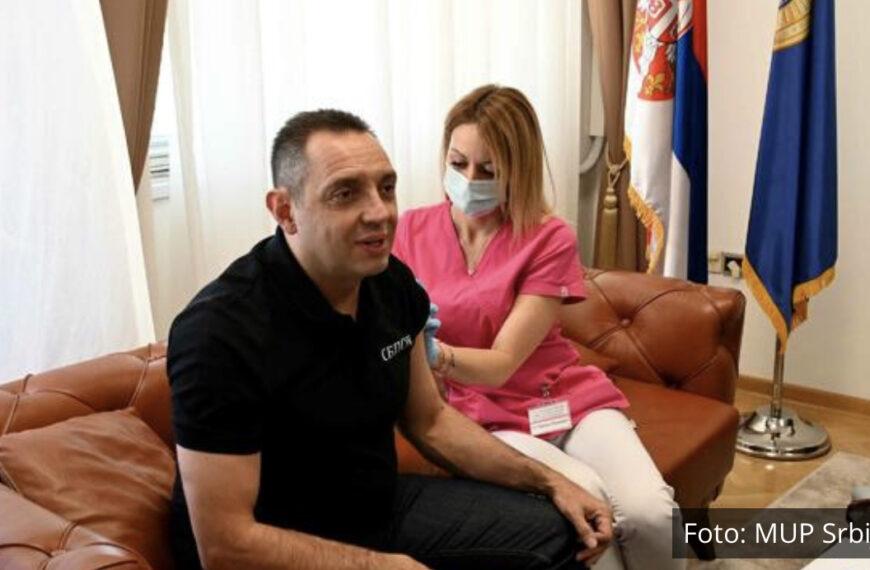 MINISTAR VULIN PRIMIO TREĆU DOZU SPUTNJIK V: Vakcinacija je najbolja zaštita od korona virusa! Na nama je da budemo odgovorni