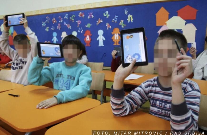 """U ŠKOLU SA TABLETOM Učionice postaju """"pametne"""", a rančevi lakši: Kako digitalizacija izgleda u praksi i šta to tačno znači za učenike i nastavnike"""