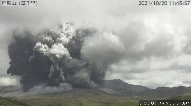 ERUPCIJA VULKANA U JAPANU Pepeo izbačen na visinu od 3.500 metara (FOTO, VIDEO)